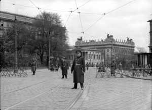 Ausnahmezustand am 1. Mai 1933, Schmerlinglingplatz mit Sicht auf das Parlament © Bildarchiv Austria
